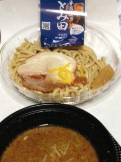 中華蕎麦とみ田濃厚豚骨魚介冷しつけ麺カロリー