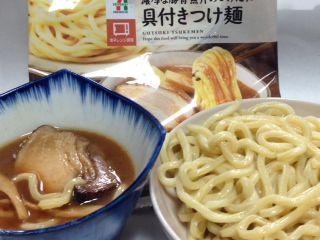 濃厚豚骨魚介のつけだれ具付きつけ麺カロリー